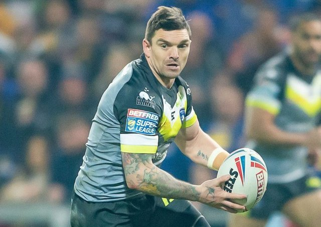 Danny Brough playing for Wakefield last season (Pic:SWpix)