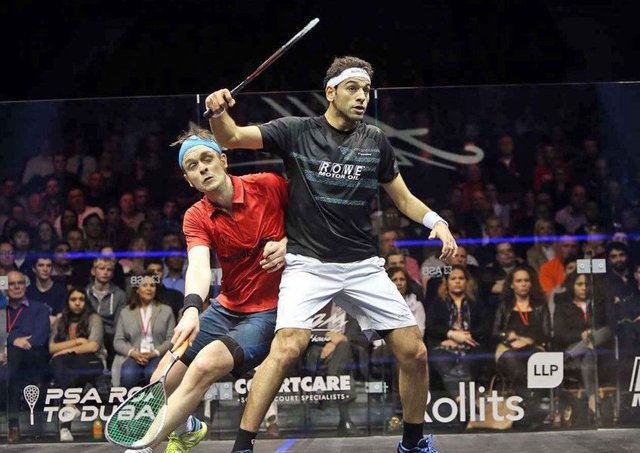 James Willstrop battles with top seed Mohamed Elshorbagy in Hull on Thursday. Picture courtesy of squashpics.com