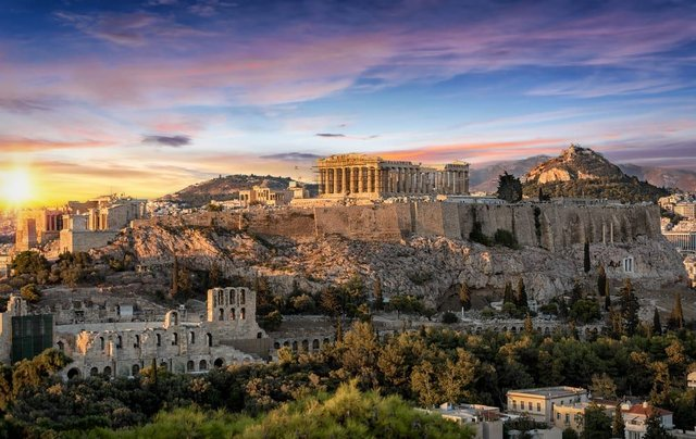 Holidaymakers will be delighted to hear that Greece is opening up to Brits once again (Photo: Shutterstock)