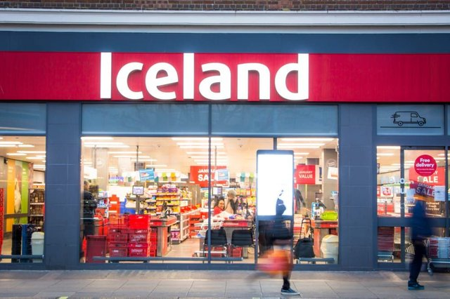 Iceland is recalling its own brand Chip Shop Curry Chicken Breast Toppers and Southern Fried Chicken Popsters due to fears of salmonella contamination (Photo: Shutterstock)