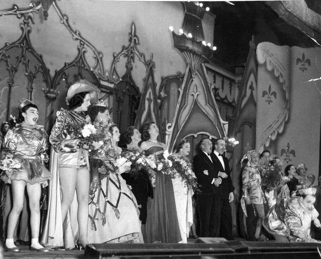 """1957:The last performance at Leeds Theatre Royal. On stage, singing a chorus with the cast of the pantomime """"Queen of Hearts"""" are Margery Manners, Wilfred and Mable Pickles and Barney Colehan."""