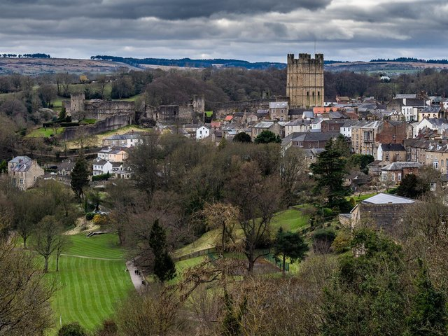 The view over the town showing Richmond Castle. (James Hardisty).