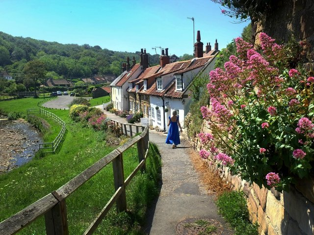 Cottages at Sandsend. Technical details: Shot on a FujiFilm X-E1, 18-55mm lens,1/250th @ f7.1, 320 ISO. Picture by Simon Hulme