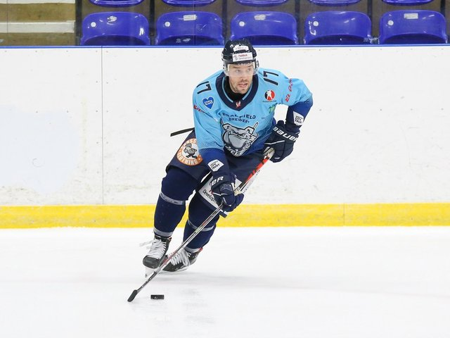 DOUBLE DELIGHT: Jason Hewitt enjoyed a productive night in the 7-0 win over Bees IHC, scoring two goals and an assist. Picture courtesy of Andy Bourke/Podium Prints.