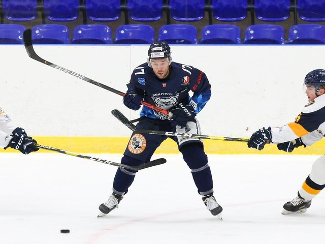 Jason Hewitt scored two goals and an assist in the two wins over Spring Cup title rivals, Telford Tigers. Picture courtesy of Andy Bourke/Podium Prints.