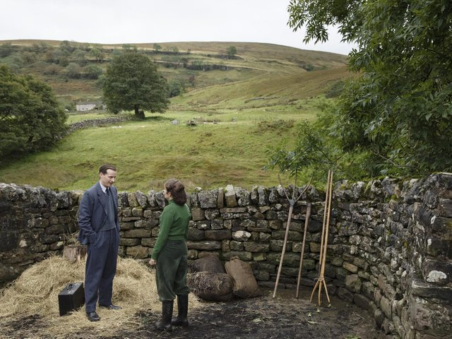 James Herriot (Nicholas Ralph) and Helen Alderson (Rachel Shenton) in All Creatures Great and Small