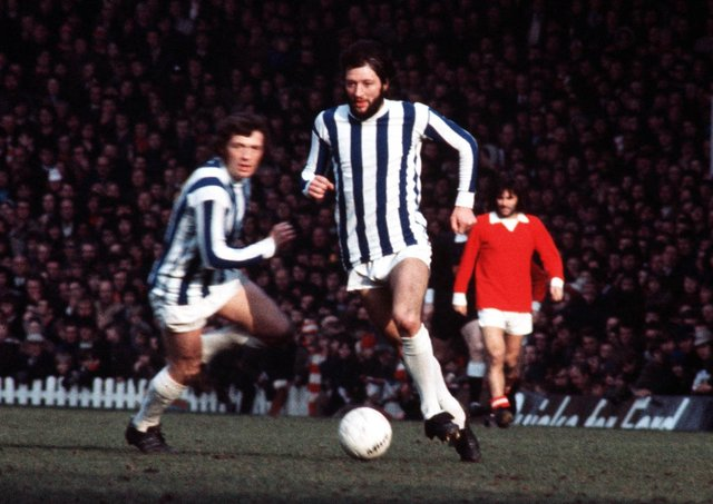 flamboyant: Frank Worthington leaves the legendary George Best in the background in this Old Trafford First Division encounter between  Manchester United and Huddersfield Town in 1972. Picture: Bob Thomas/Getty Images