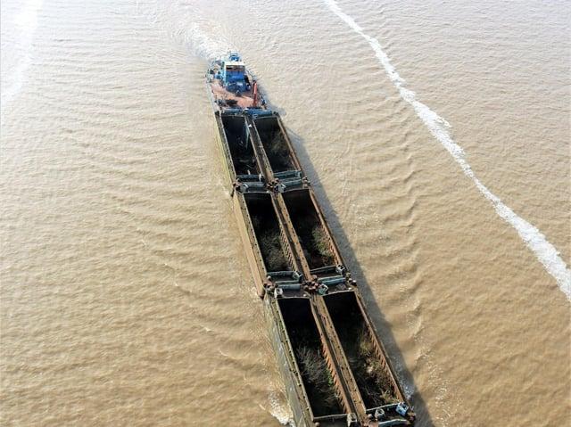 Deans Marine Services, tug Pushette pushing six Bacat Barges towards Hull , taken from the Humber Bridge – Photo Maik Brown