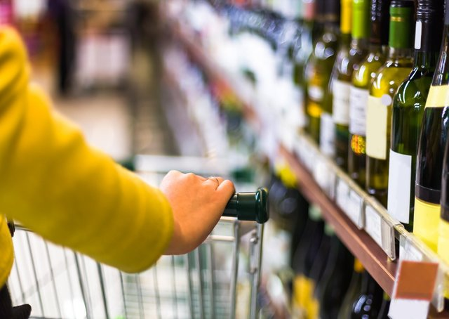 The Alcohol Health Alliance wants online retailers to commit to changing their algorithms and marketing tactics to ensure that shoppers are never reminded or persuaded to buy alcohol, particularly when it is not in their basket.