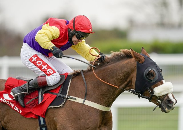 This was Native River and Richard Johnson winning the Cotswold Chase at Sandown earlier in the season.