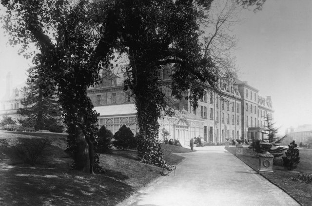 Harrogate Hydro in Yorkshire, later to become the Old Swan Hotel, pictured circa 1890. It was here that British crime novelist Agatha Christie was found, following her eleven day disappearance in 1926. (Photo by Hulton Archive/Getty Images)