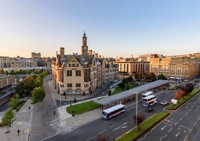 Where should a new city centre station be located in Bradford?