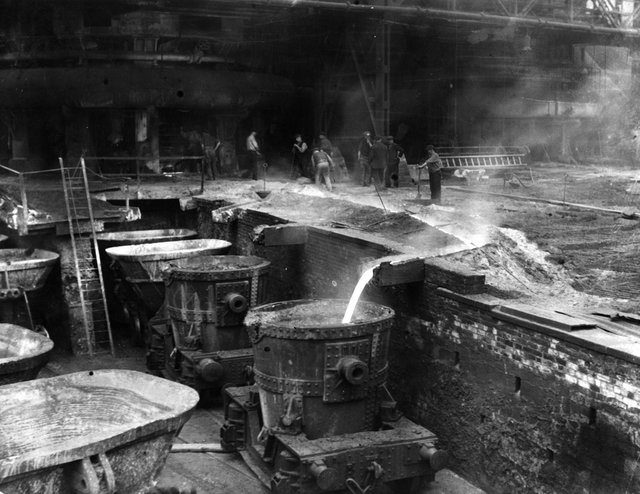 circa 1930:  The smelting works at Dorman Long Steelworks in Middlesbrough.  (Photo by Keystone/Getty Images)
