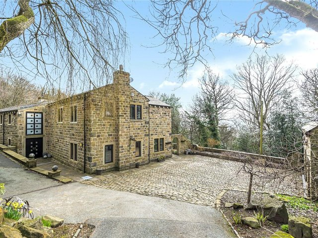Buckstone Grange in Rawdon is on the market with Country & Fine.