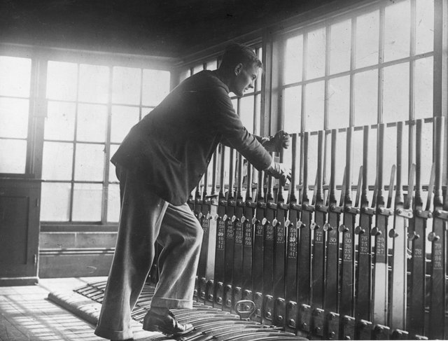 5th May 1926:  A volunteer pulling the signal for an incoming train at Scarborough during the Great Strike.  (Photo by Edward G. Malindine/Topical Press Agency/Getty Images)