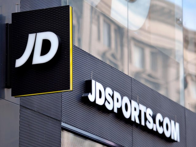 Retailer JD Sports Fashion has posted falling annual profits, but said earnings are set to bounce back strongly over the year ahead