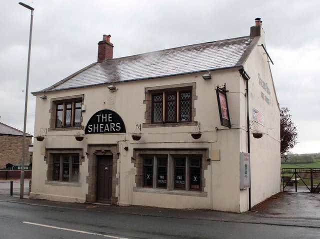 The 18th century Shears Inn at Liversedge, which may yet become a pub once again. (Pic: Andy Catchpool)
