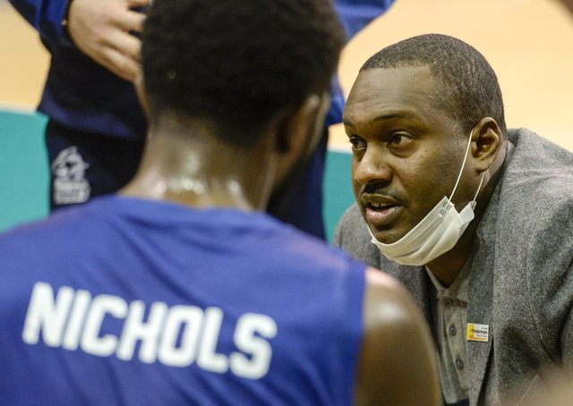 Atiba Lyons talks to Kipper Nichols and his Sheffield Sharks team at a timeout. (Picture: Dean Atkins)