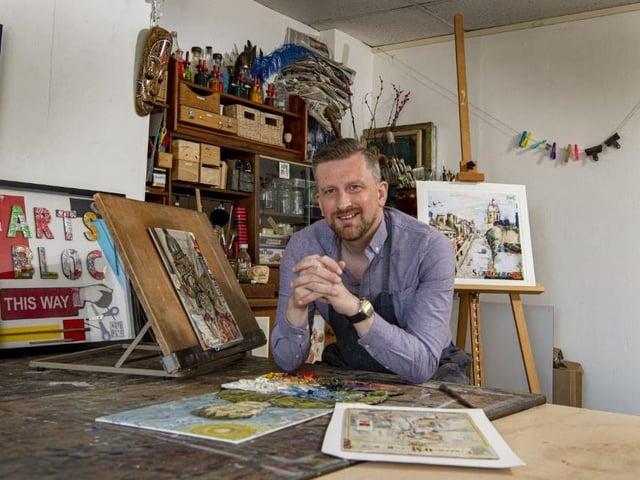 Darran Gray, entouré de son Arthur Seabrigg, travaille au Arts Bloc de Morley.  Sur la photo: Tony Johnson.