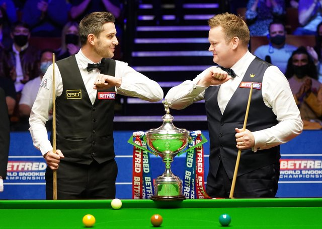 Mark Selby and Shaun Murphy at the start of the final of the Betfred World Snooker Championships.