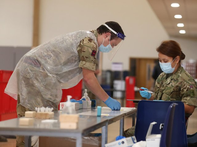 Library image of members of the Armed Forces conducting a Covid-19 asymptomatic test