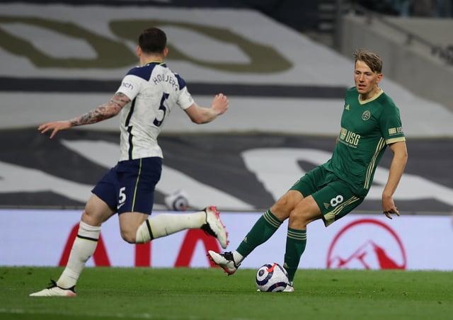 Sander Berge of Sheffield United up against Pierre-Emile Højbjerg of Tottenham (Picture: David Klein / Sportimage)