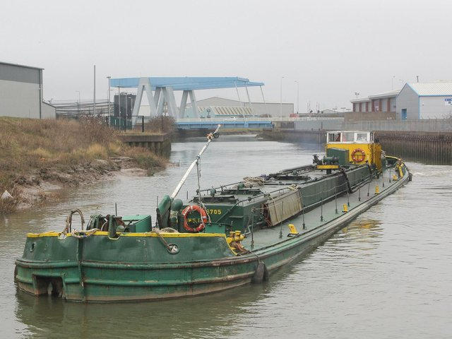 Mainmast's Tanker Barge Swinderby loaded with 450 tonnes of edible oils from Cargill's River Hull plant, approaching Drypool Bridge, en route to King George Dock, Hull  Picture: Dan Longbottom