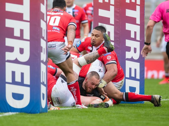 Dan Smith scores Tigers' first try. Picture by Tony Johnson.