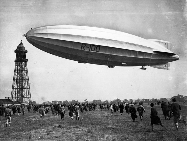 An enthusiastic crowd rushes to meet the  R-100, as she approaches her mooring tower at Cardington, Bedfordshire.   (Photo by Central Press/Getty Images)
