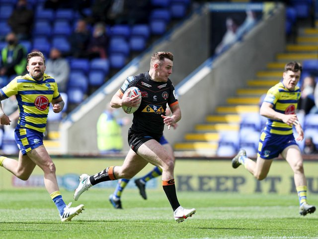 Castleford Tigers' Jake Trueman races in for the game's opening try. (PAUL CURRIE/SWPIX)
