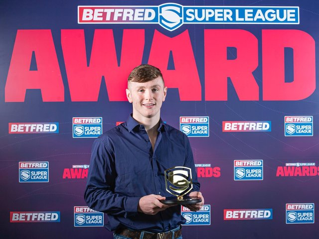 Leeds Rhinos' Harry Newman picks up his 2020 Super League Young Player of the Year award. (ALLAN MCKENZIE/SWPIX)