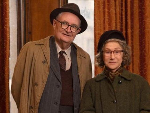 Jim Broadbent dan Dame Helen Mirren di The Duke.  Foto: Pathy.