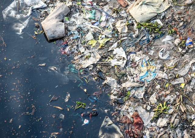 What can be done to tackle plastic pollution on World Oceans Day?