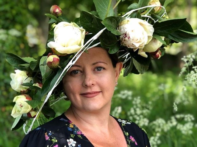 Harrogate milliner Jenny Roberts wears her own creation in aid of Brain Tumour Research.