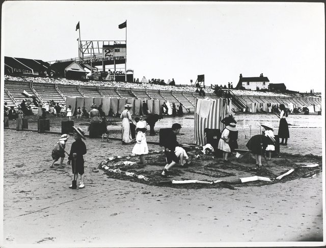 A beach scene at Bridlington, Yorks, in 1913, Bridlington. (Photo by Hulton Archive/Getty Images)
