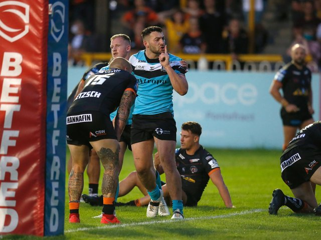 Hull FC's Jake Connor scores against Castleford Tigers. (SWPIX)