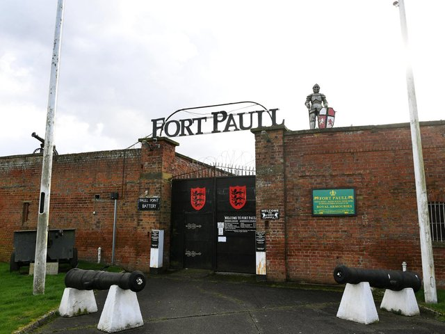 Fortifications have existed on the site, also known as the Paull Point Battery, since the reign of Henry VIII when an emplacement with 12 guns was built in 1542.