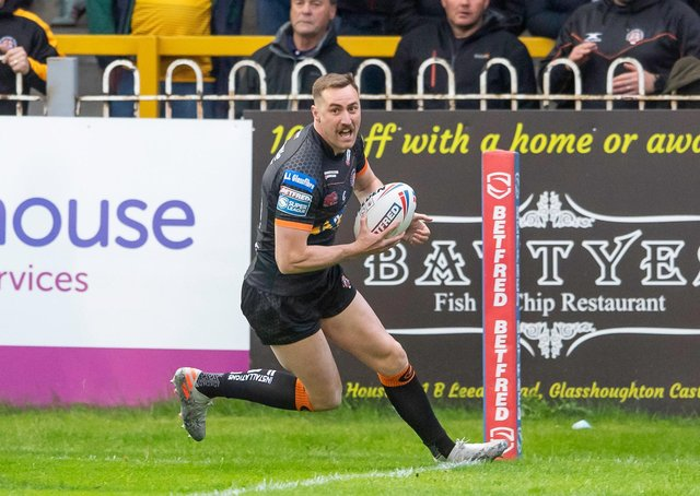 PROVE IT: Castleford tigers'  James Clare scores a try against Hull KR. Picture by Allan McKenzie/SWpix.com