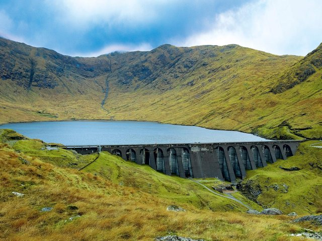 Cruachan Dam holds back enough water to fil 4,440 Olympic-sized swimming pools.