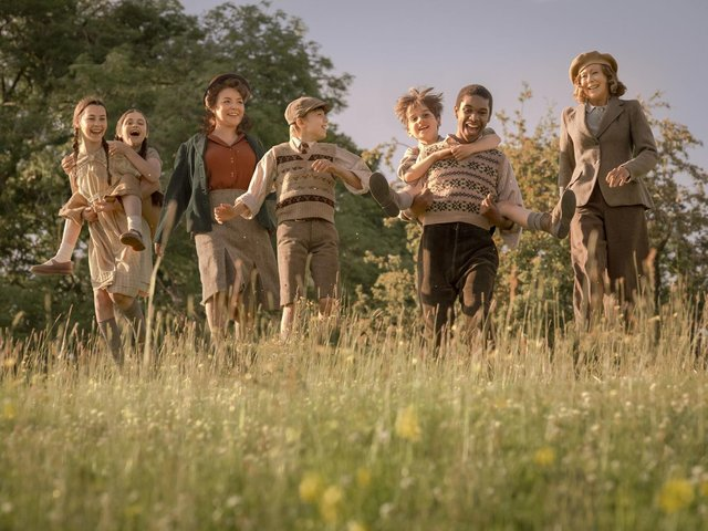 """Austin Haynes is pictured centre in this photo issued by STUDIOCANAL of the new generation of Railway Children, including Sheridan Smith (second left) and Jenny Agutter reprising her role as Roberta """"Bobbie"""" Waterbury (right). This is a first-look image from the forthcoming sequel The Railway Children Return. The photo also shows young stars Beau Gadsdon, KJ Aikens, Eden Hamilton and Zac Cudby. Credit: Jaap Buitendijk/PA Wire"""