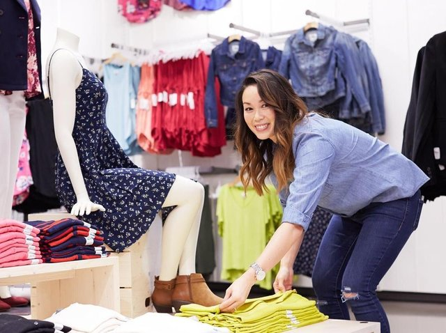Gap will take its business online in phases