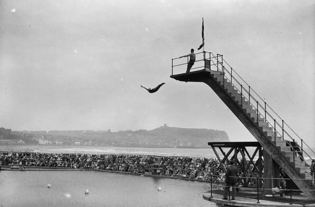 circa 1929:  Crowds watching the platform diving at Scarborough, Yorkshire.  (Photo by Alfred Hind Robinson/A H Robinson/Hulton Archive/Getty Images)