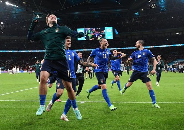 Federico Chiesa, Giovanni Di Lorenzo, Federico Bernardeschi and Leonardo Bonucci of Italy celebrate following their team's victory over Spain. (Photo by Justin Tallis - Pool/Getty Images)