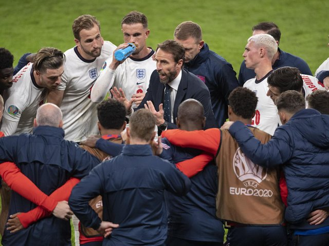 Gareth Southgate talks to his players during the half time break of extra time during the UEFA Euro 2020 Championship Semi-final match between England and Denmark. (Photo by Visionhaus/Getty Images)