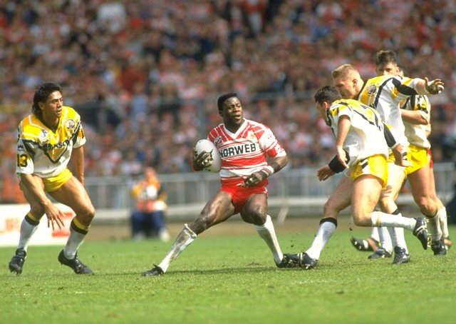 Martin Offiah of Wigan is surrounded by Castleford players during the Challenge Cup final at Wembley Stadium in London. Wigan won the match 28-12. (Picturet: Bob Martin/Allsport)