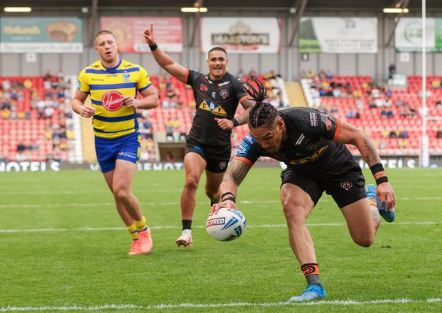 On our way: Castleford's Jesse Sene-Lefao scores a try during Tigers' Challange Cup semi-final win over Warrington Wolves. Picture by Alex Whitehead/SWpix.com