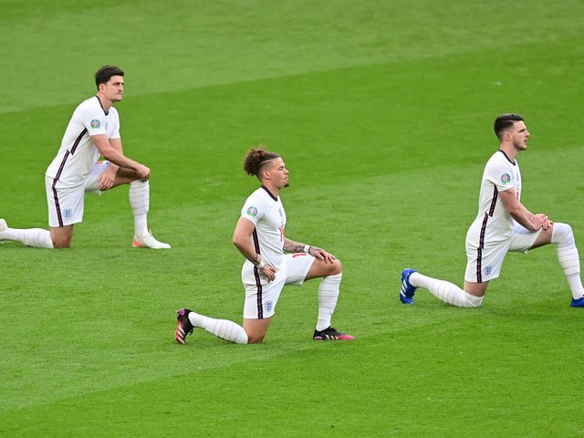 England's defender Harry Maguire, England's midfielder Kalvin Phillips and England's midfielder Declan Rice take the knee prior to the UEFA EURO 2020 Group D football match between Czech Republic and England at Wembley Stadium in London on June 22, 2021. (Photo by NEIL HALL / POOL / AFP).