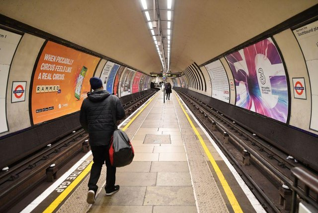 Few commuters wait on the platform during the rush hour at Clapham Common in London (Photo: JUSTIN TALLIS/AFP via Getty Images)
